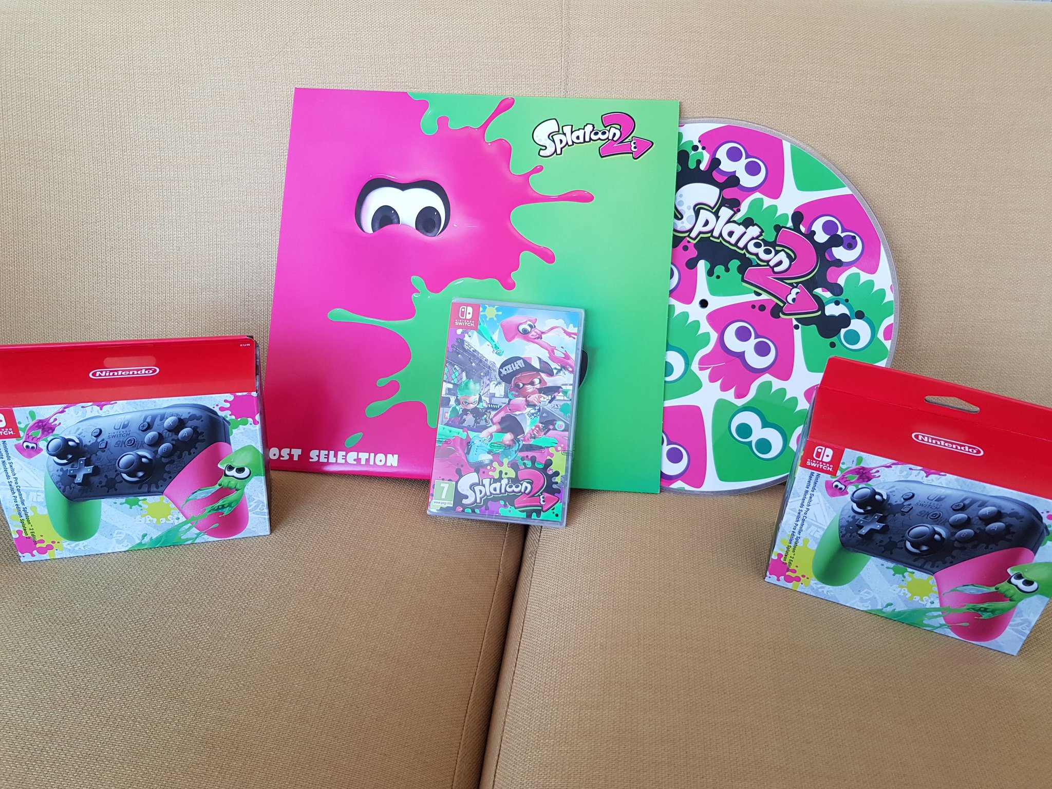 European Press Get Splatoon 2 Vinyl Album Gonintendo Nintendo Switch Pro Controller Edition Seems Like Some Eu Members Got Their With Review Copies What I Wouldnt Give For One Of Those
