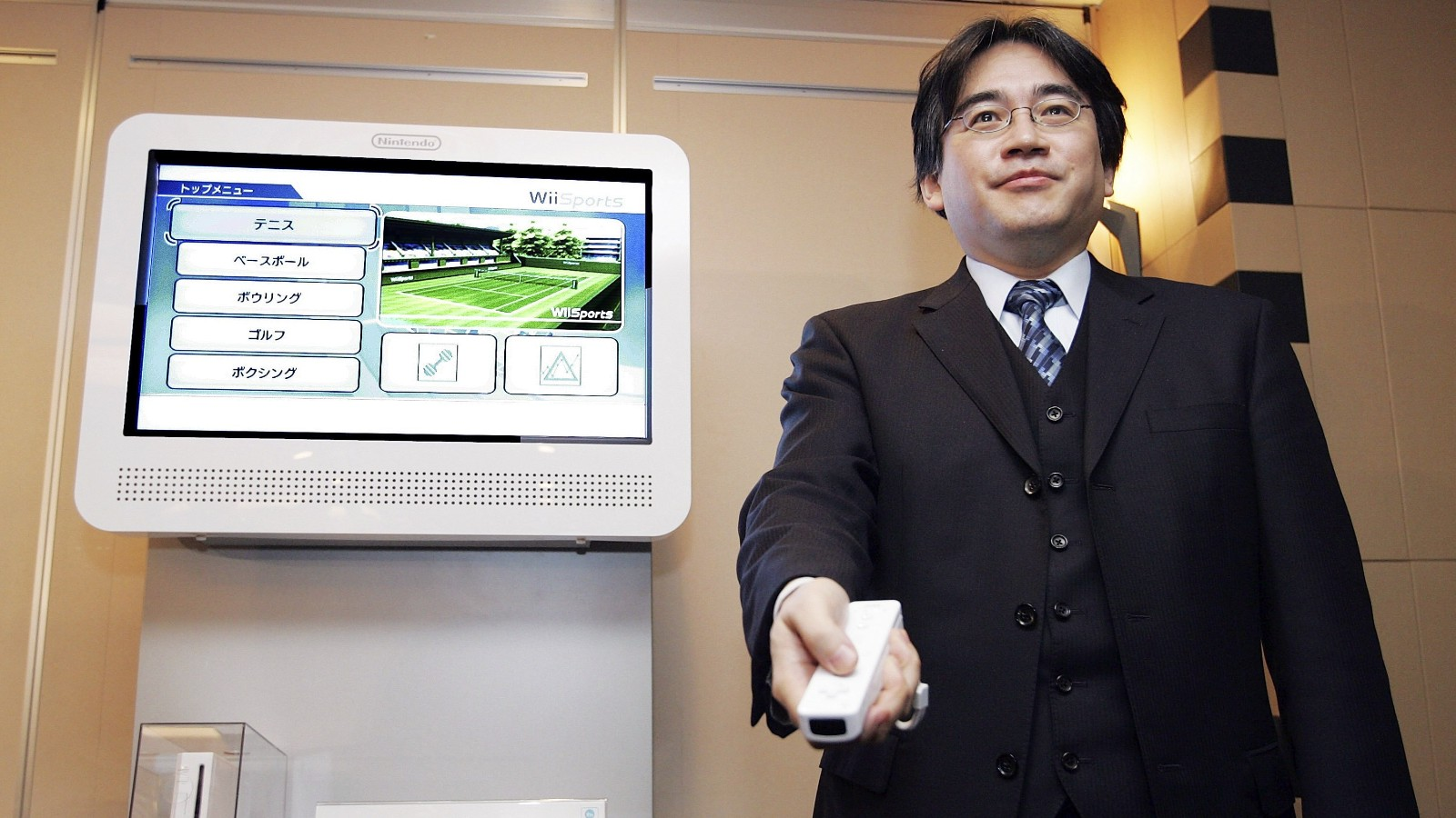 Satoru Iwata's Wii reveal at TGS 2005 lead to him being banned from  presenting keynotes ever again | GoNintendo
